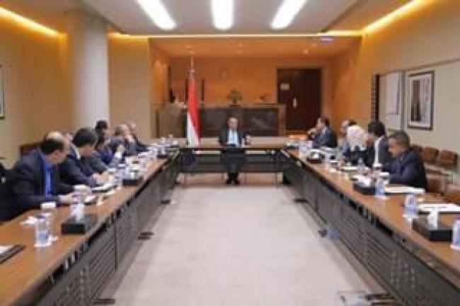 4 أحزاب يمنية موالية لـ«هادي» تطالب بتشكيل حكومة توافقية جديدة